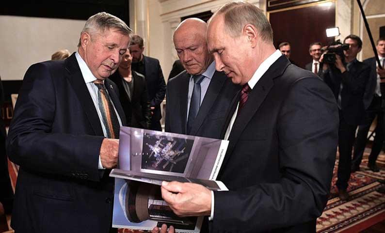 Космонавта Виктора Савиных наградили орденом «За заслуги перед Отечеством»